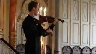手機響了.. 小提琴手幽默即興演奏 thumbnail