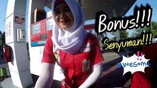 Video Gak nonton nyesel!!! Gombalin mbak Ambar Bidadari SPBU cantik dan ramah asli Rembang... download MP3, 3GP, MP4, WEBM, AVI, FLV Oktober 2018