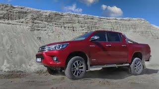 2017 Toyota Hilux Off road test in the sand (4K)