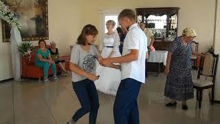 Гости на СВАДЬБЕ танцуют с ЖЕНИХОМ за ДЕНЬГИ