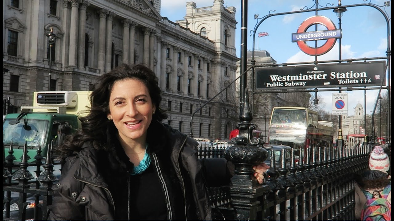 How to Ride the London Tube | Expedia Viewfinder Travel Blog