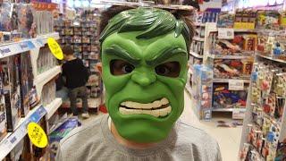Buğra Oyuncakçıya Gitti. Korkunç Hulk Maskesi Taktı