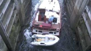 Boat Gets Stuck At Torksey Lock In Lincolnshire