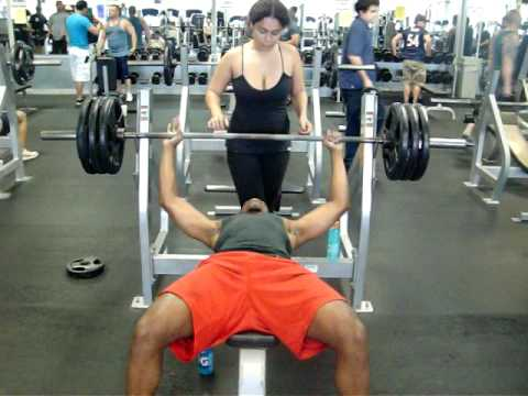 Skinny Dude Bench Press 315 Lbs For 4 Reps At Porky S Gym