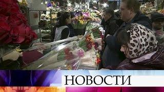 Цветочные магазины ирынки охвачены праздничным ажиотажем впреддверии 8 марта.