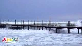 Шторм в Анапе и причал 3.03.2012, центральный пляж(Шторм в Анапе 3 марта 2012. Гулять по причалу центрального пляжа увлекательней, когда прорываешься через брыз..., 2012-03-03T18:38:54.000Z)