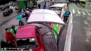 حادث مروع سببته امرأة حاولت ركن سيارتها! (فيديو)