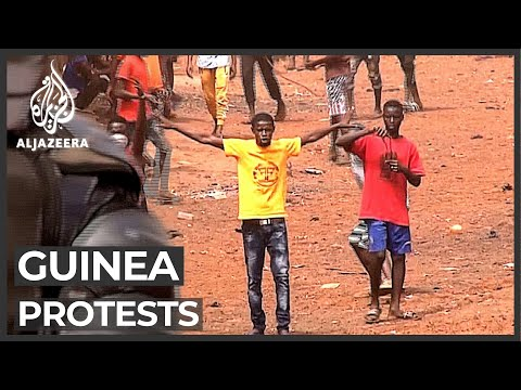 Protests in Guinea on President Alpha Conde's bid to extend term