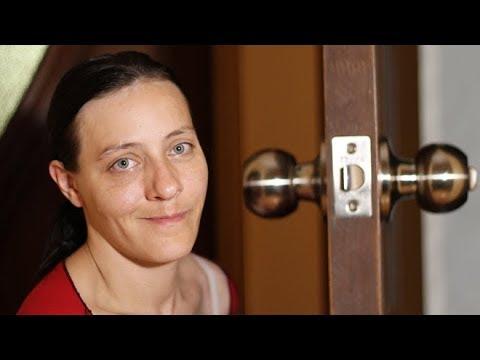 Как разобрать круглую дверную ручку межкомнатной двери