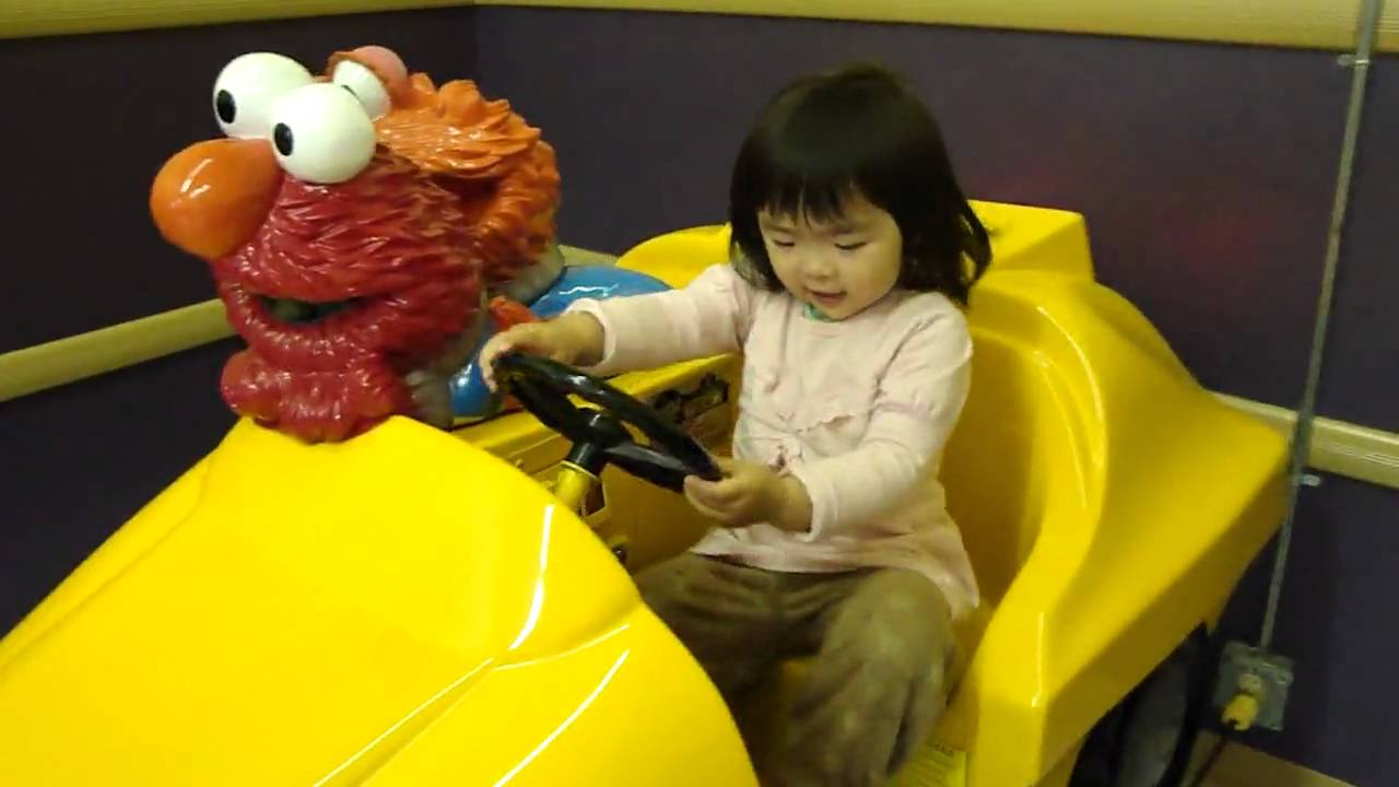 Toys R Us Ride : Amelia is happy that babies r us has a new elmo ride youtube