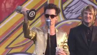 APMAs 2014: Brendon Urie wins Best Vocalist, presented by Craig Owens & Tyler Carter