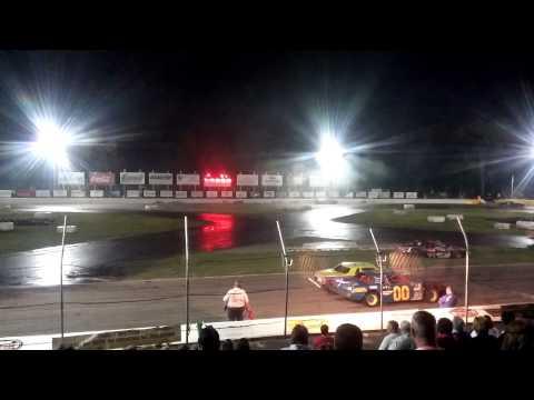 Figure 8 racing @ Lake County Speedway 8/9/14