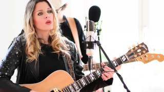 Shake What Your Mama Gave Ya acoustic version at MG Kitchen TV - Yvi Wylde