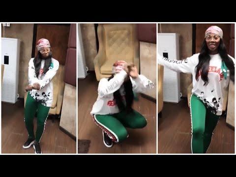 Tiwa Savage dancing to Korede Bello's new smash #WorkIT