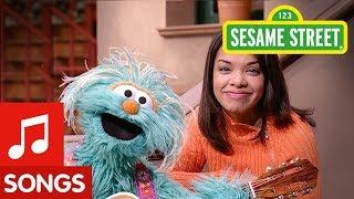 """Sesame Street: Rosita and Gabi Sing """"Tu Me Gustas"""" Song"""