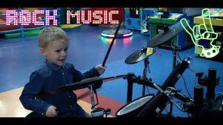 ИГРАЮ НА БАРАБАНАХ и ГОНЯЮ НА ТАНКЕ / Видео для детей