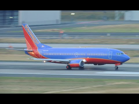 Southwest Airlines Boeing 737-300 [N663SW] takeoff from PDX