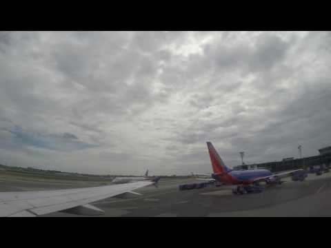United Airlines 345 Push Back and Taxiing