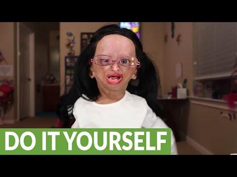 Adalia Rose shows us her 'Miranda Sings' makeup tutorial