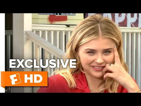 Chloë Grace Moretz Plays This Or That - Exclusive Interview (2016)