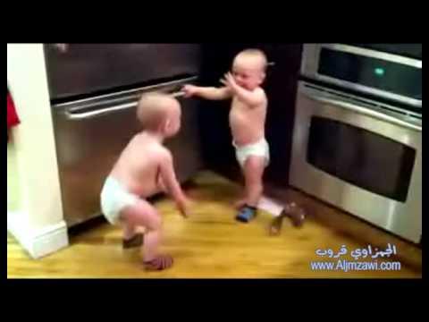 أطفال توأم حلوين يتناقشون مترجم Youtube