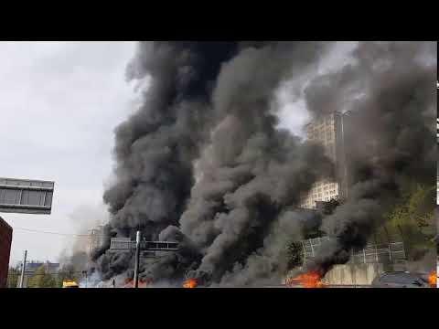 경남 창원터널 앞 유조차 폭발…3명 숨져