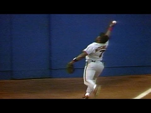 SF@STL: Kevin Mitchell makes unbelievable catch