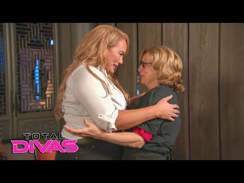 Natalya and Nia Jax's mothers surprise them at dinner: Total Divas Preview Clip, Oct. 24, 2018