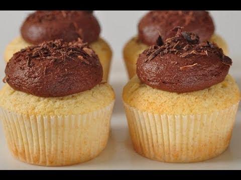 Yellow Cupcakes Recipe Demonstration - Joyofbaking.com