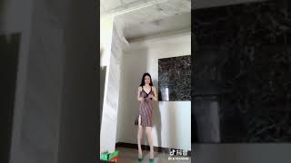 Video Dancing Girl with a skirt download MP3, 3GP, MP4, WEBM, AVI, FLV Agustus 2018