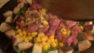 Теплый салат с копченой индейкой и сыром