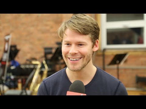 Video! Sitting Pretty with the Stars of the CABARET National Tour