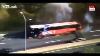 Очевидец снял взрыв пассажирского автобуса в США(, 2015-05-12T11:29:08.000Z)