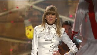 Taylor Swift - We Are Never Ever Getting Back Together (at the grammy)