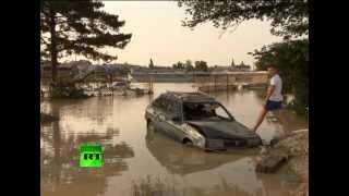 Крымск после трагедии(Сильнейшее наводнение за несколько десятилетий не смогло сломить жителей Крымска. С помощью спасателей..., 2012-07-15T15:00:35.000Z)