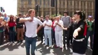 Ансамбль Лезгинка в Лондоне на улице зажигают