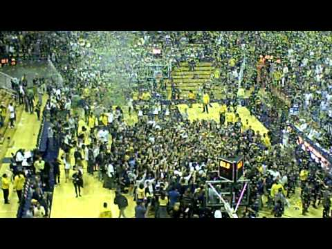 Cal Basketball: Storming the court after Pac-10 Championship