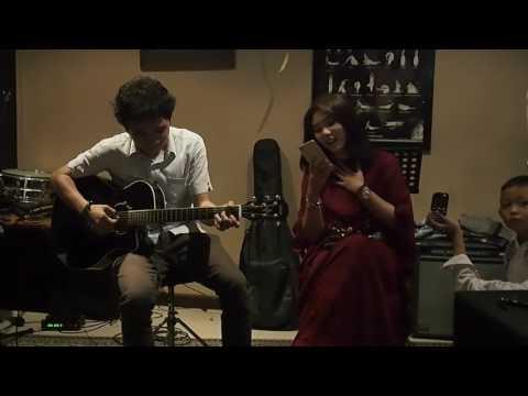 Isyana Sarasvati - Mimpi (Acoustic) Live at Bukber Isyanation, 23 Juni 2016