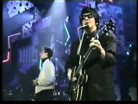"ROY ORBISON ""Crying"" W/ K.D. LANG - 1988 Top Of The Pops"