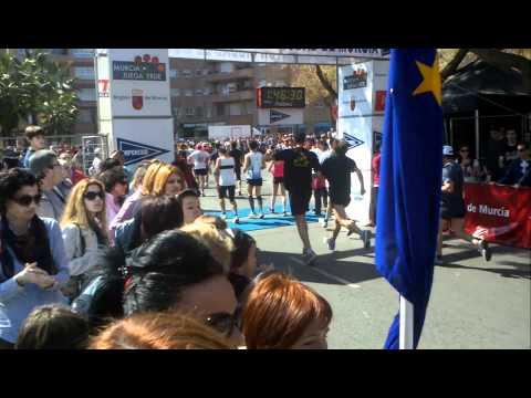 Alino llegando a la meta Media Maratón Ciudad de Murcia 2012