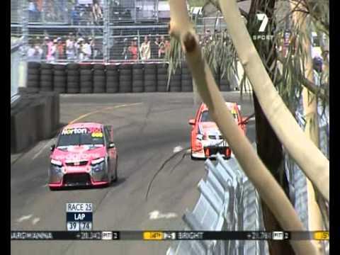 2009 Sydney Telstra 500 Race 1 Will Davison and Craig Lowndes Crash