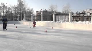 Бег скрестным шагом. Пособие по хоккею с мячом ИФКСиЗ САФУ