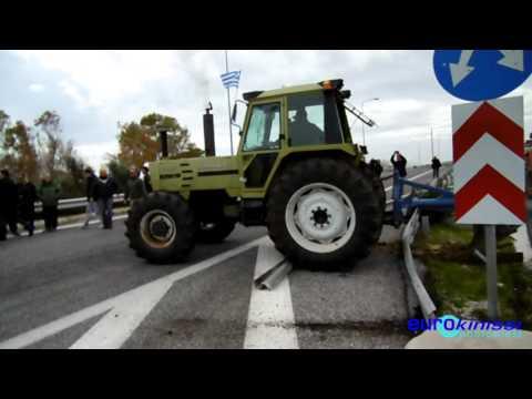 Κορωπί: Έσπασαν τη διαχωριστική μπάρα με τρακτέρ