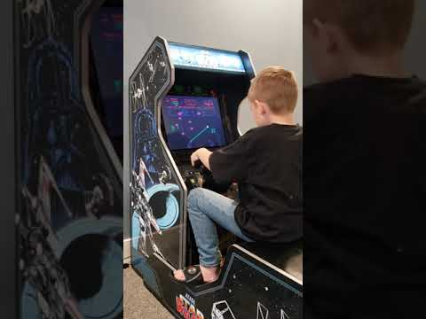 Jax plays Star Wars Arcade1up: Empire strikes back. from Chuckle Heads