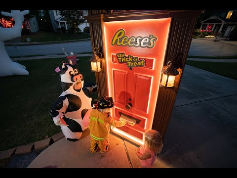 Reeses-Trick-or-Treat-Door