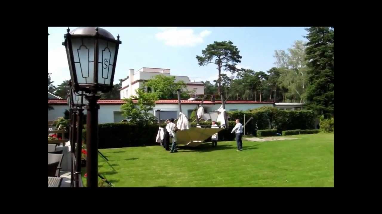 26 07 12 Rettungshubschrauber landet auf dem Grundstück