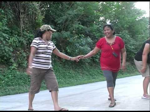 Filipinas dancing in the road.dv
