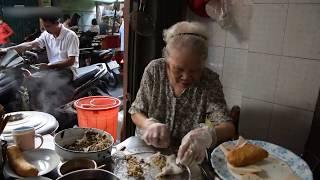 Bánh cuốn giá 'trên trời' vẫn đông khách ở Sài Gòn