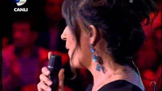 Ayşegül Aldinç - O Kız { Disco Kralı } 06.11.2010