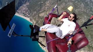 Uçan koltuk - Flying Couch Potato-Man with a Flying Livingroom- Paragliding - Ölüdeniz/Turkey